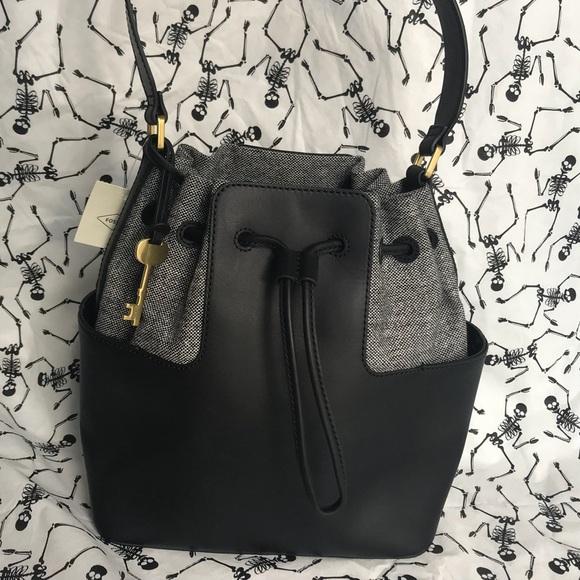Fossil Handbags - NWT 🛍 Fossil Genti Cooper Bucket Black